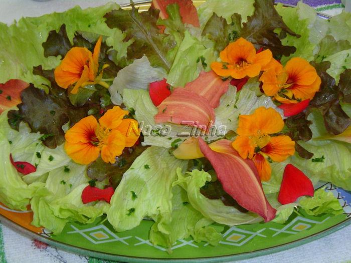 Salada de flores e verduras