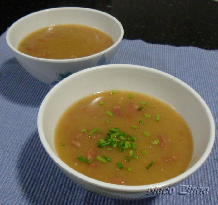 Sopa de mandioca com linguiça toscana