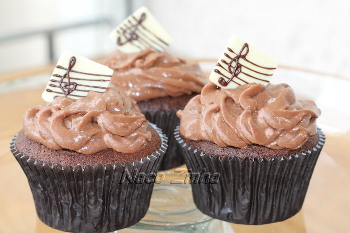 Cupcake de chocolate com clave de sol