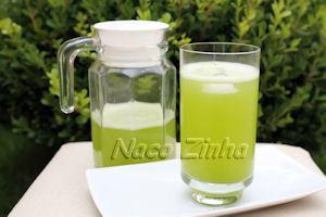 Suco de limão com capim santo