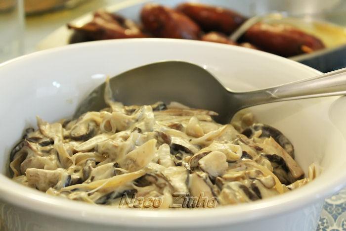 Cogumelos porcini refogados ao vinho