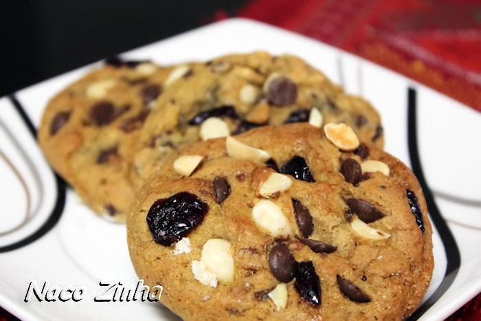 Cookies de chocolate e cranberries