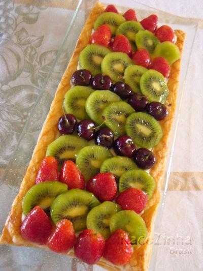 Torta folhada de frutas