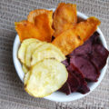 Chips de batata doce colorida