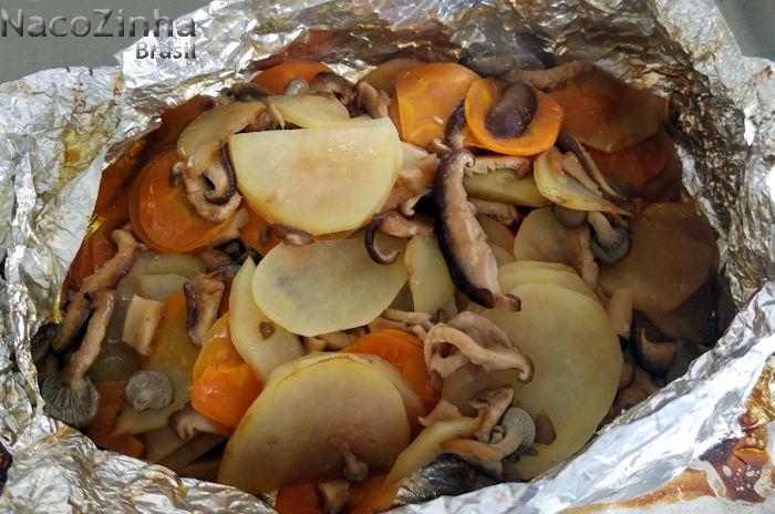 Papelote de legumes com cogumelos